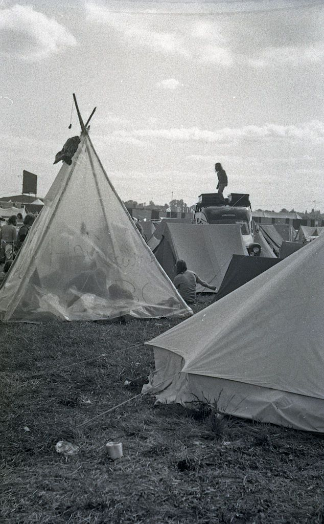 Hawkwind_Tent_at_Reading_1975