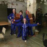 Les performeuses viennent emprunter les Cabasse d'Olivier dans les locaux de le Labomedia